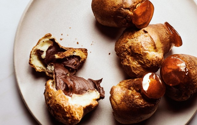 caramel-dipped-popovers-with-chocolate-mousse-940x600